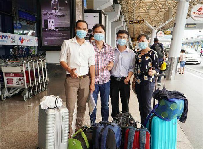 Việt Nam hỗ trợ vật tư y tế, tiền và cử chuyên gia sang giúp Lào đối phó với COVID-19