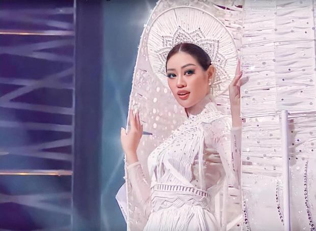 Khánh Vân thông minh thật, ngay từ cách makeup đã thể hiện rất rõ