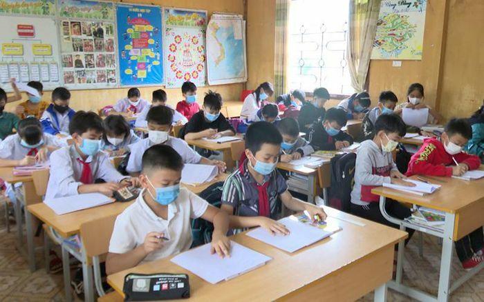Hơn 10 nghìn học sinh huyện biên giới Mường Nhé thi sớm để phòng dịch