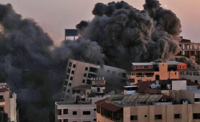 Vừa diễn ra đòn tấn công chưa từng có: 15 tên lửa tấn công Israel trong 130 phút