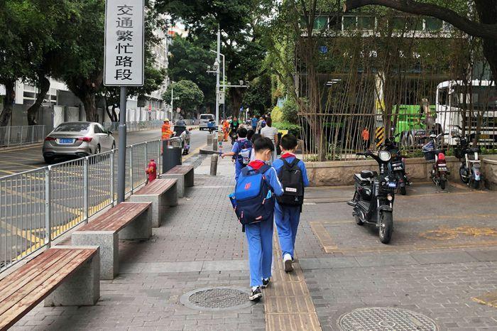 Trung Quốc siết dạy thêm để thúc đẩy sinh con