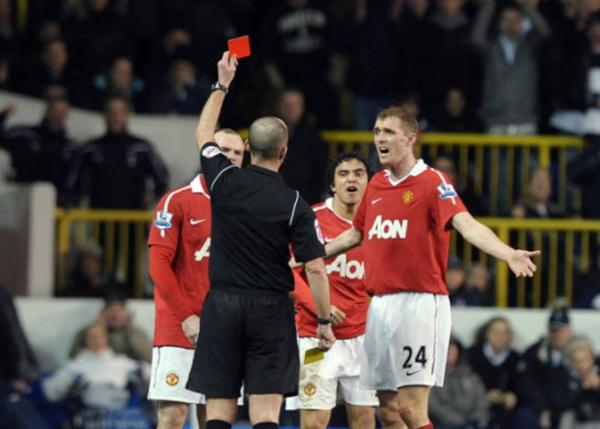 """Top 10 cầu thủ nhận thẻ đỏ nhiều nhất lịch sử Man Utd: """"Con quỷ"""" tuyến giữa vô đối"""