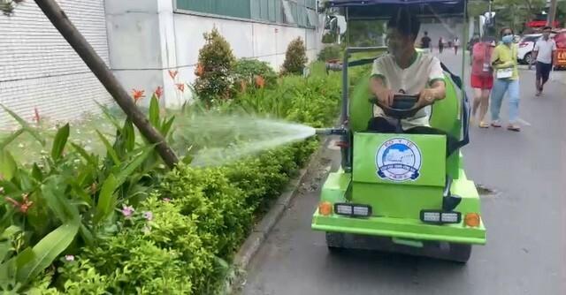 Độc đáo xe điện phun nước tự chế chống bụi, chữa cháy trong bệnh viện ở Huế