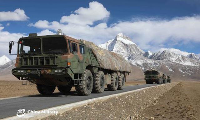 """Ấn Độ """"gồng mình"""" chống dịch, Trung Quốc triển khai vũ khí sát biên giới"""