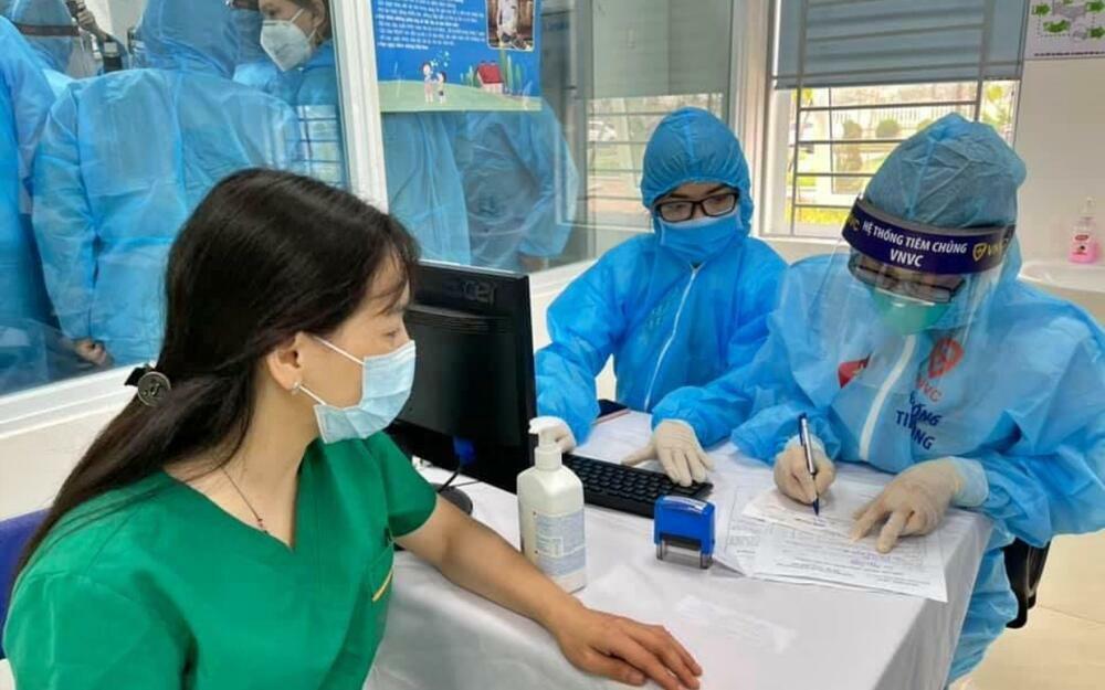 Bệnh viện Nhiệt đới Trung ương ngừng tiếp nhận bệnh nhân, tiến hành xét nghiệm toàn bộ nhân viên
