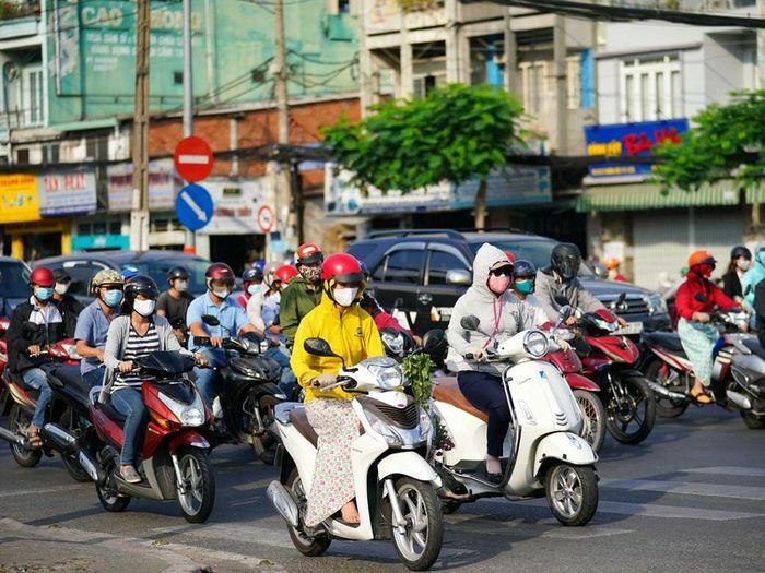 Những lưu ý khi điều khiển xe máy lưu thông trên làn đường hỗn hợp