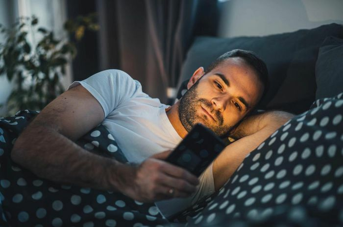Chế độ ban đêm chặn ánh sáng xanh của điện thoại không giúp ngủ ngon