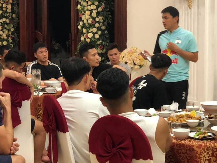 HLV Kiatisuk gửi thông điệp đến Công Phượng, Xuân Trường trước ngày lên tuyển Việt Nam