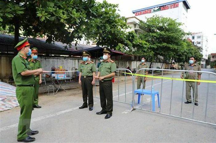 Cảnh cáo Giám đốc Trung tâm Y tế Yên Bái vì vi phạm phòng chống dịch