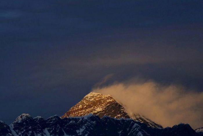 Trung Quốc sắp tạo dải phân cách trên đỉnh Everest để ngăn chặn Covid-19