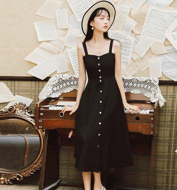 4 mẫu váy hai dây không thể thiếu trong tủ đồ ngày Hè, diện vừa xinh vừa mát mẻ