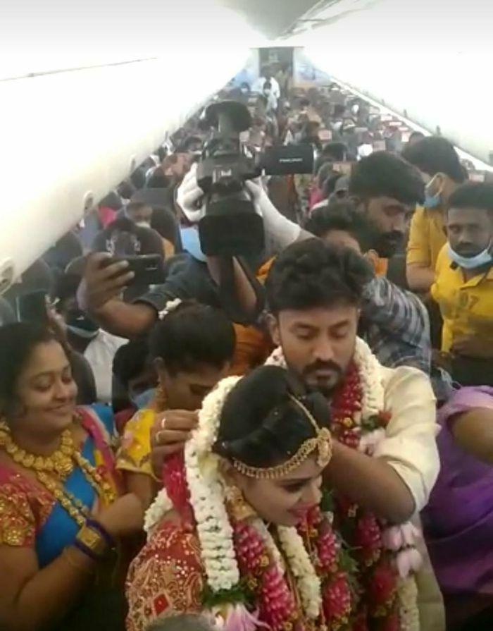 Thuê máy bay tổ chức đám cưới để né quy định chống dịch ở Ấn Độ
