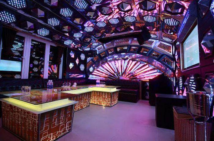 Quảng Nam dừng hoạt động quán karaoke, vũ trường, phạt người không mang khẩu trang