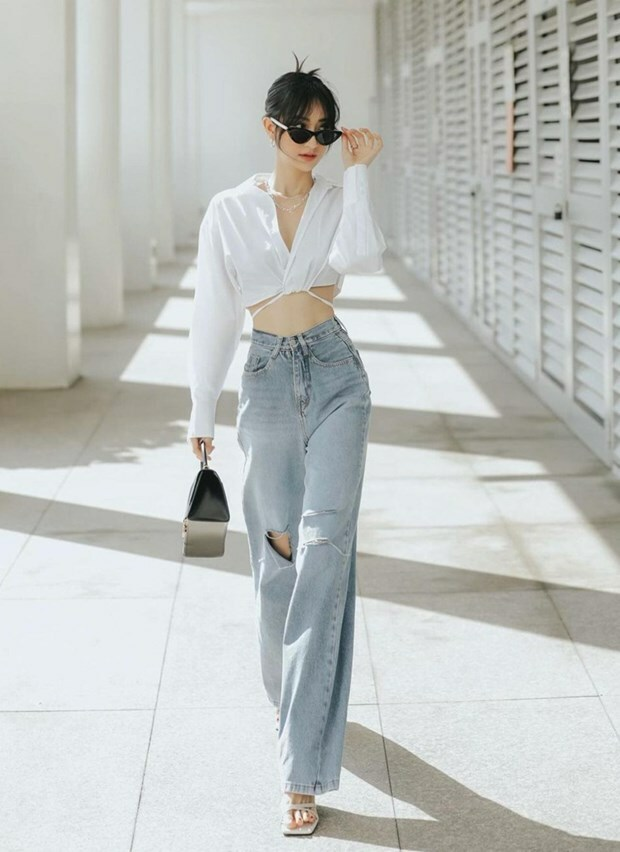 Combo sơmi, quần jeans phủ sóng thời trang đường phố của dàn sao Việt