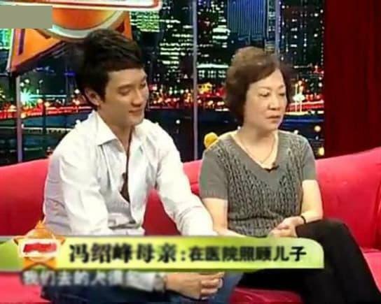 Mẹ Phùng Thiệu Phong ủng hộ con trai ly hôn, tố Triệu Lệ Dĩnh không chịu đẻ bé thứ 2 và không quan tâm đến gia đình?