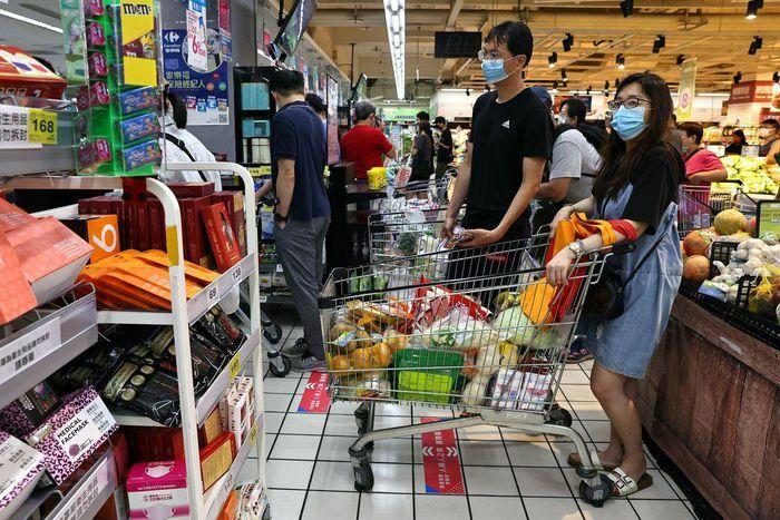 Đài Loan kêu gọi người dân ngừng đổ xô tích trữ giấy vệ sinh