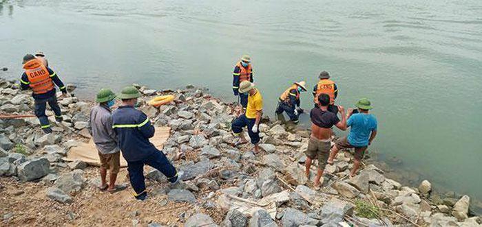Tìm thấy thi thể nam thanh niên đuối nước tại Cẩm Thủy