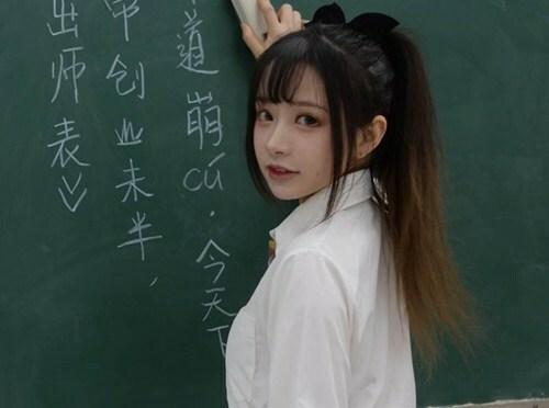 Nữ giáo viên mặc đồng phục nữ sinh Nhật Bản đi dạy khiến phụ huynh chỉ trích thậm tệ