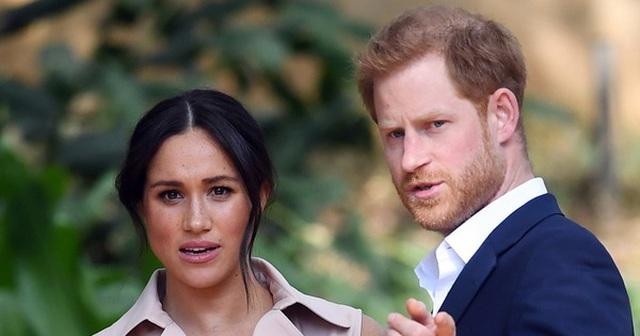"""Hoàng tử Harry gửi """"tối hậu thư"""" đến Hoàng gia Anh"""
