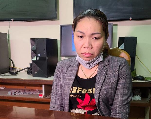 Bắt nữ nhân viên massage trộm thẻ visa của khách để mua iPhone và đồng hồ xịn