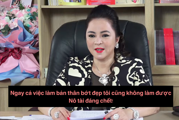 BST ảnh selfie trăm tấm như một của bà Phương Hằng: 'Em có đẹp không quý zị?'