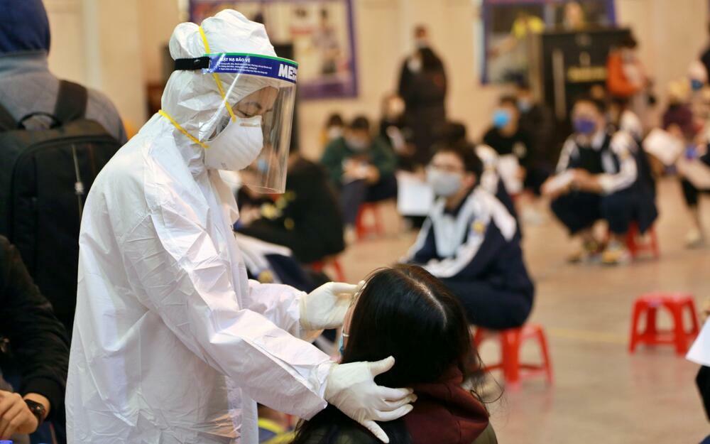 Bắc Ninh vừa ghi nhận ca dương tính SARS-CoV-2 từng đi đám cưới, ăn giỗ, đến 3 trường học