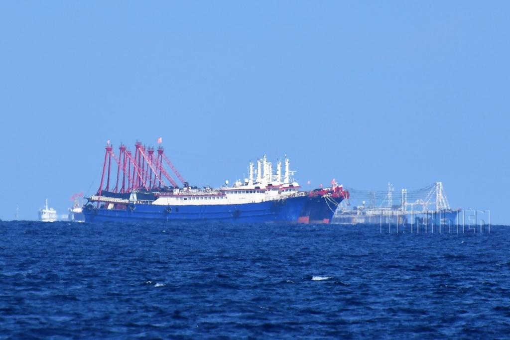 Trường Sa, tháng 4.2021 – Kỳ 4: Tàu cá Trung Quốc xúm xít quanh bãi Ga Ven