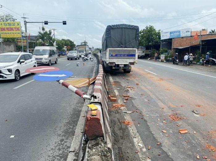 Xe tải va chạm xe ba gác máy chở gạch ống, 1 người tử vong tại chỗ