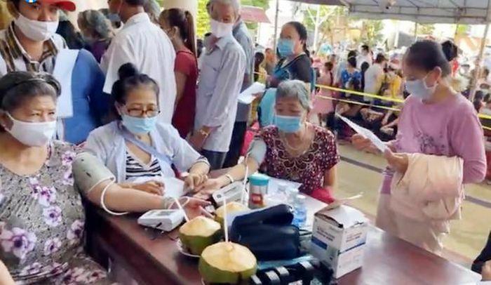 Bàn giao 9 nhà tình thương, khám bệnh cho 2.000 người khó khăn tại Bến Tre