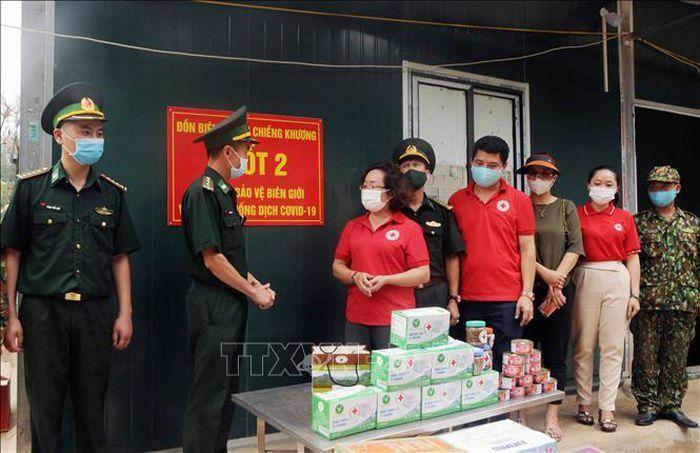 Động viên các cán bộ, chiến sỹ Biên phòng bám trụ khu vực biên giới Việt – Lào