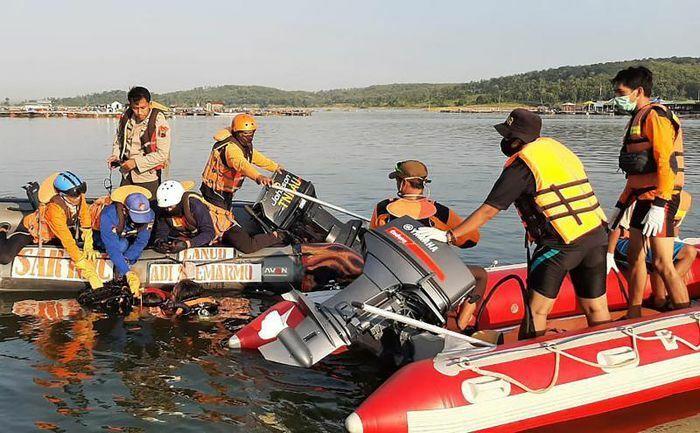 7 người chết đuối lúc chụp ảnh selfie trên thuyền ở Indonesia