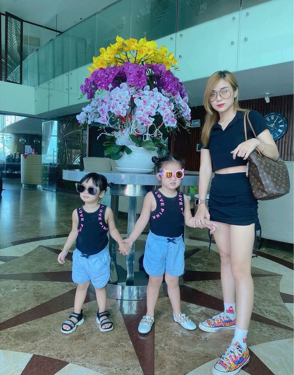 Gái hai con nhưng Bảo Ngọc – vợ cũ Hoài Lâm vẫn giữ có body thon thả như thời son rỗi