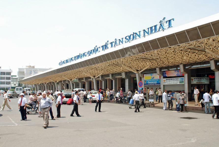 Tạm dừng các chuyến bay chở khách quốc tế tới sân bay Tân Sơn Nhất