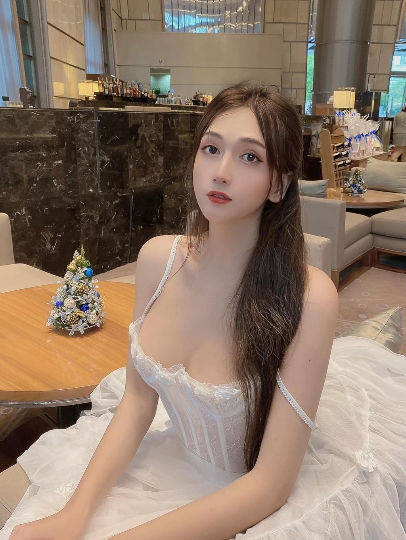 """Sự thật ngã ngửa sau nhan sắc """"búp bê sống"""" của thí sinh Hoa hậu Hoàn vũ Việt Nam"""