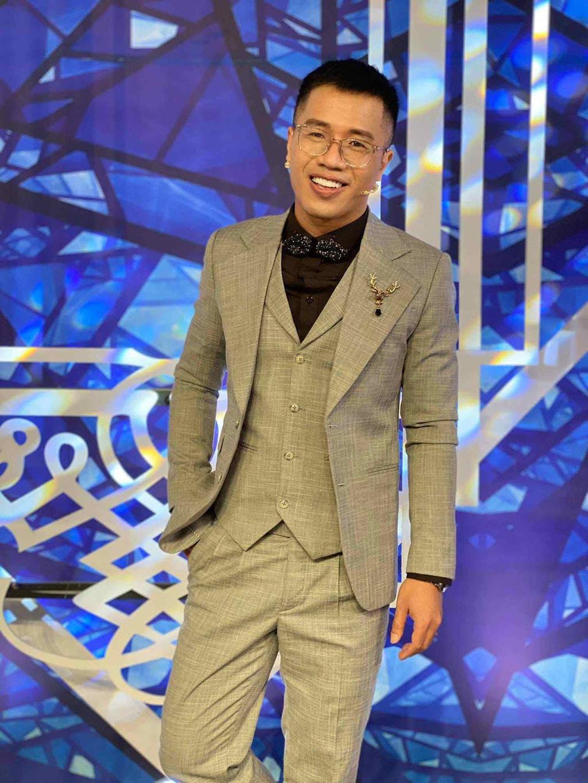 """MC Quốc Bình đồng quan điểm: """"Khán giả không nuôi nghệ sĩ', Thu Trang, Tiến Luật đồng tình"""