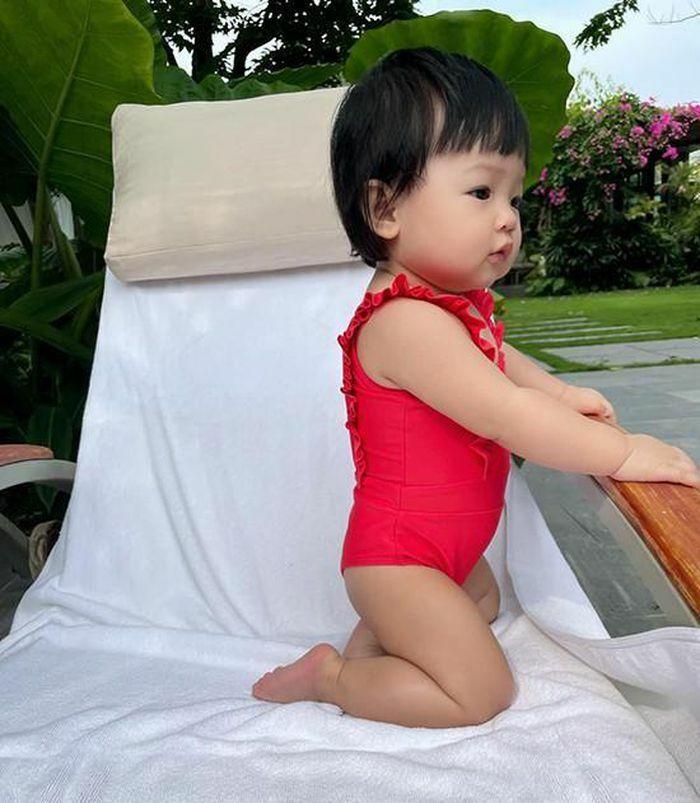 Con gái Cường Đôla khoe váy áo xịn xò, Đông Nhi được netizen nhắc làm điều này cho Winnie