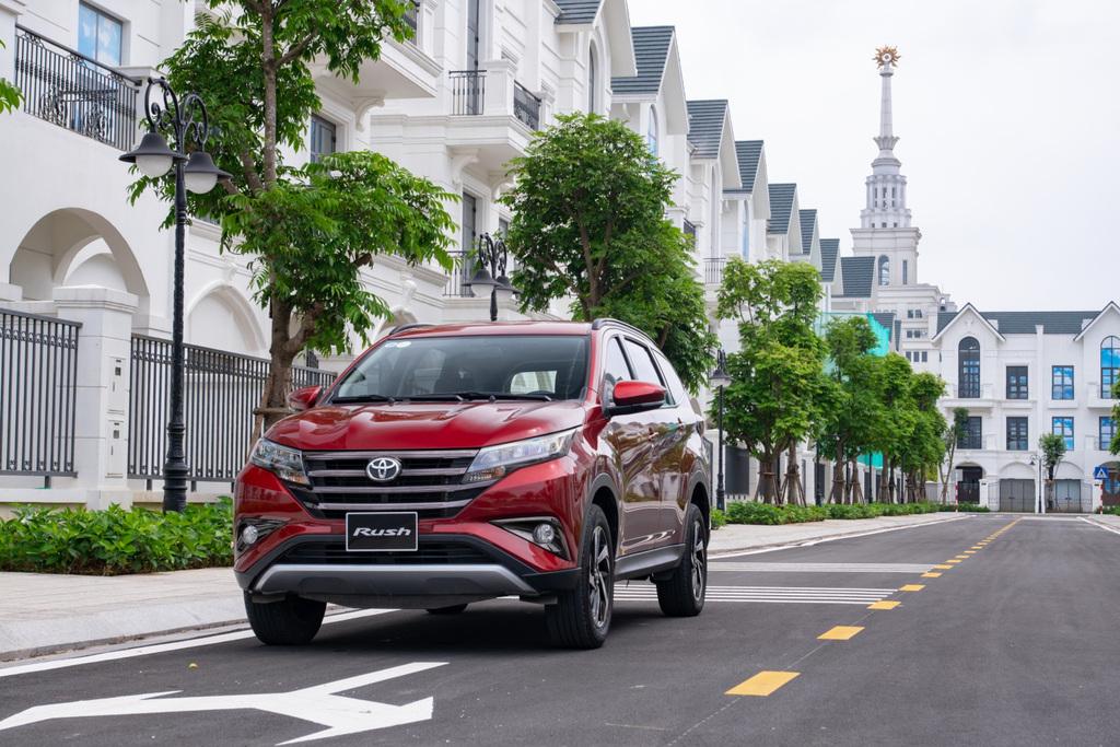 Tăng tiện nghi và ưu đãi cho khách hàng mua xe gia đình Toyota Rush