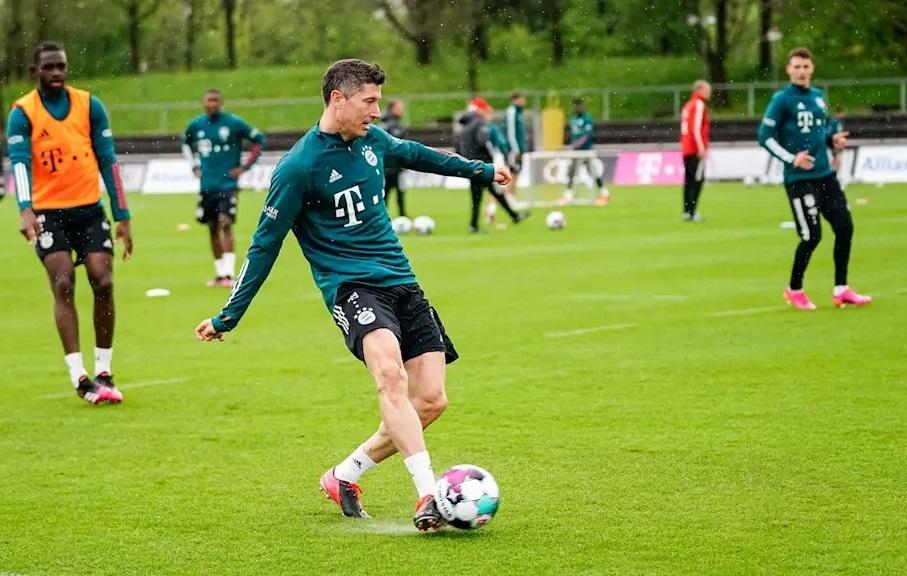 Ra nghỉ sớm, Lewandowski làm NHM Bayern lo ngay ngáy
