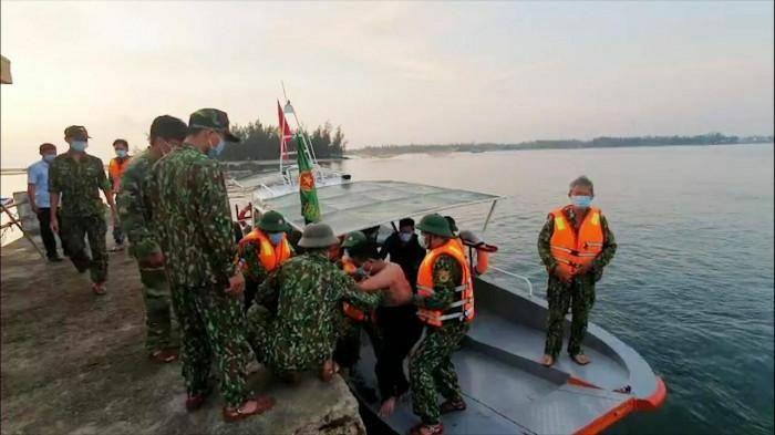 Quảng Nam: Cứu 3 ngư dân trên tàu cá nghi bị tàu hàng đâm chìm trong đêm