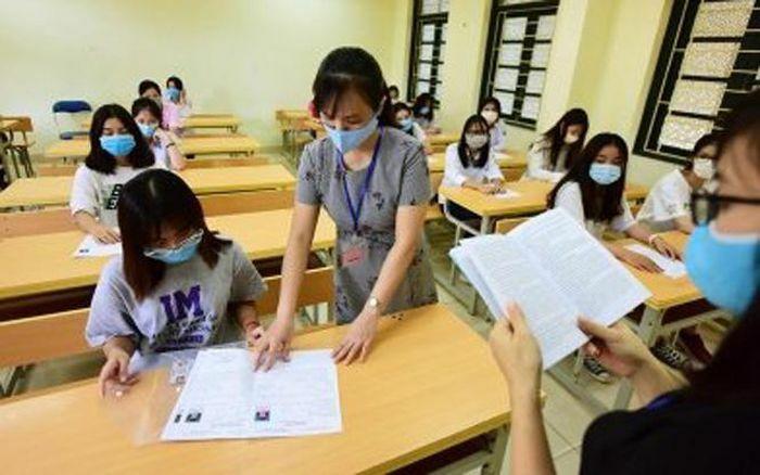 """Hà Nội: Học sinh đến trường nộp phiếu dự tuyển lớp 10 bảo đảm """"5K"""""""