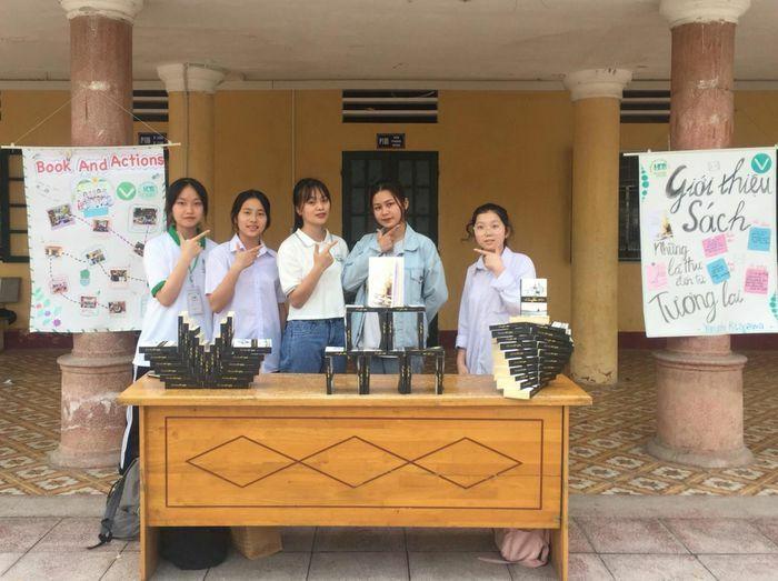 Hà Nội: Gặp gỡ cô bạn 2K là chủ nhiệm đầu tiên của CLB Sách trường THPT Hoài Đức B