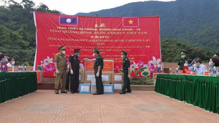 Quảng Bình: Tiếp tục hỗ trợ thiết bị phòng, chống dịch cho nước bạn Lào