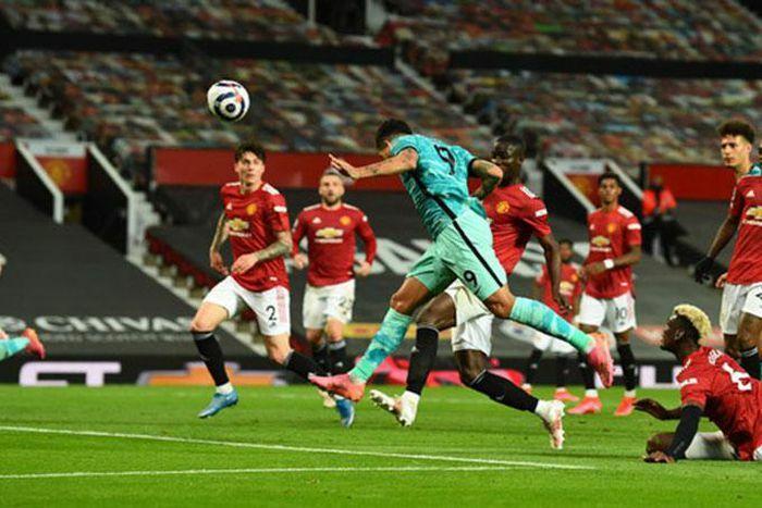 Manchester United đã hoàn toàn buông Ngoại hạng Anh?
