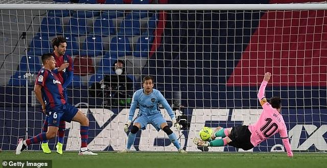 Messi ghi bàn, Barcelona vẫn hòa thất vọng và cơ hội vô địch mong manh