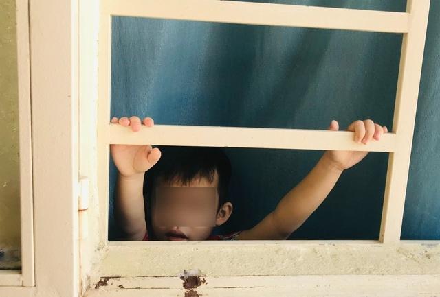 Đứa trẻ bị nhốt trong nhà và bi kịch thời Covid
