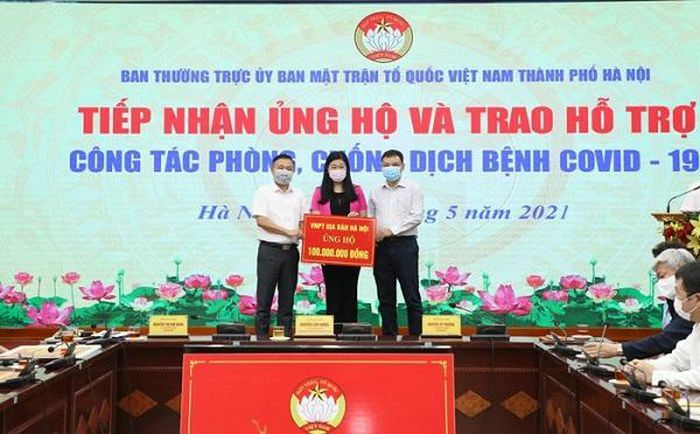 Hà Nội hỗ trợ xét nghiệm 20.000 mẫu, tặng 10.000 kit test cho Bắc Giang