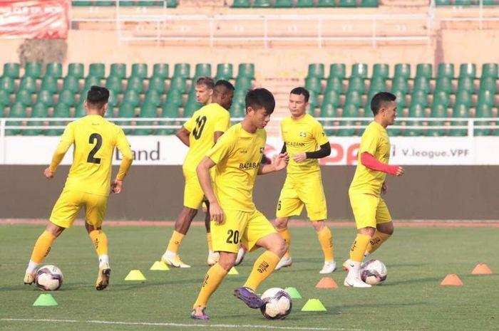 SLNA cách ly tập trung toàn đội vì COVID-19, LS V-League hoãn 7 cặp đấu vòng 13