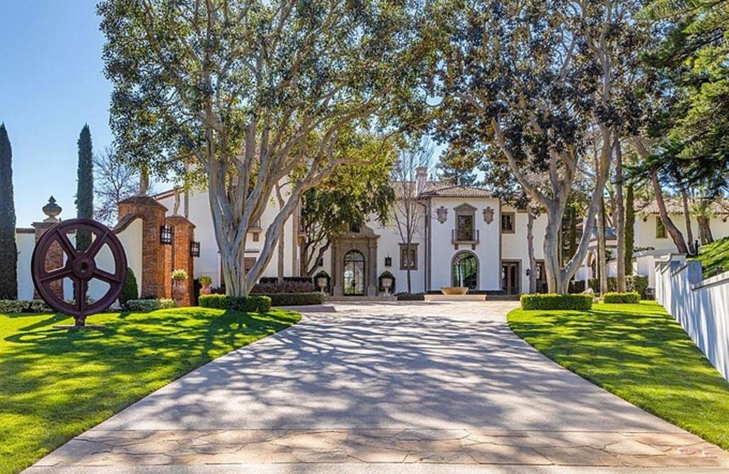 Sylvester Stallone rao bán dinh thự siêu sang giá 2.000 tỉ đồng