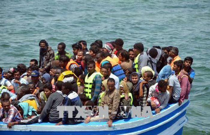 Đắm thuyền chở người di cư ngoài khơi Tunisia
