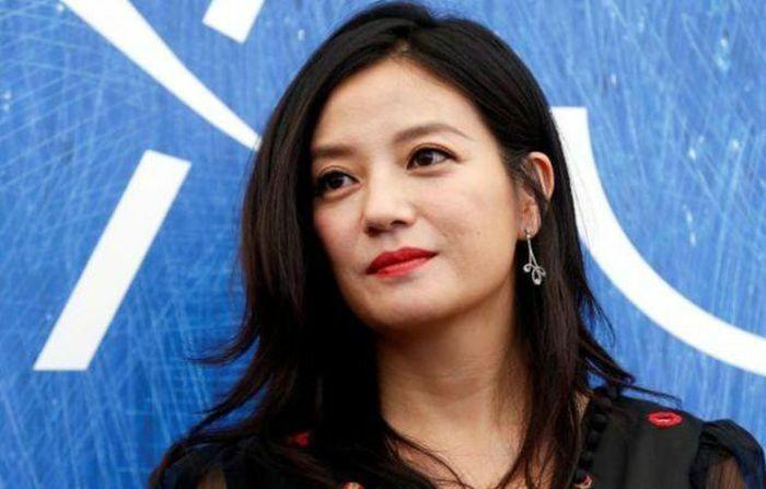 Hàng chục tỷ cổ phiếu bị đóng băng cùng nghi vấn ly hôn chồng đại gia, Triệu Vy bình thản tụ họp bạn bè